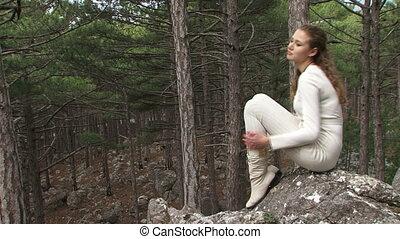 girl, bois, assied