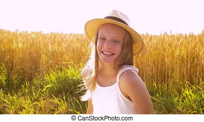 girl, chapeau été, champ, paille, portrait