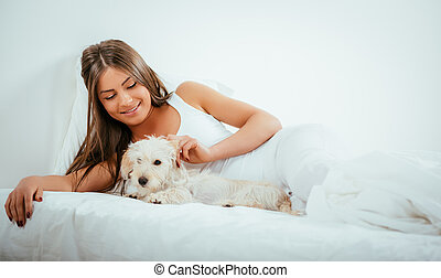 girl, chien, lit