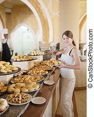 girl chooses pastry