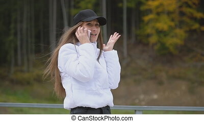 girl, conversation, téléphone, casquette