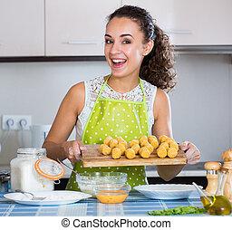 girl, croquettes, savoureux, dîner, préparer