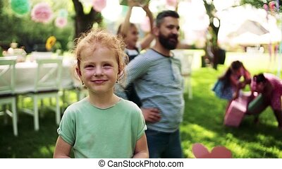 girl, dehors, devant, fête, jardin, summer., petit, vue,...
