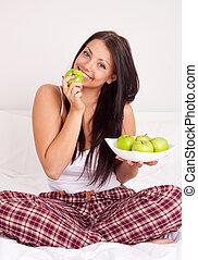 girl eating apples