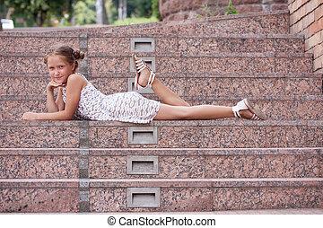girl, escalier, mensonge