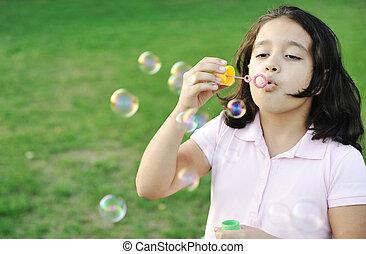 girl, extérieur, bulles, souffler