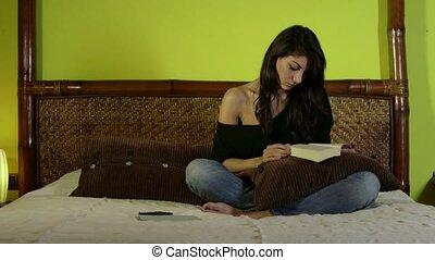 girl, femme, livre, lit, lecture