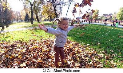 girl, feuilles, lancement, automne, peu