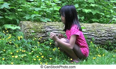 girl, fleurs, asiatique, jaune, admirer