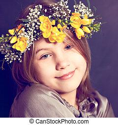 girl, fleurs, joyeux, jaune, enfant