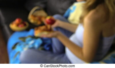 girl food decision - Pregnant girl make decision what to...