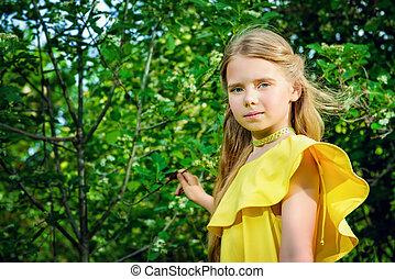 girl in sunny dress