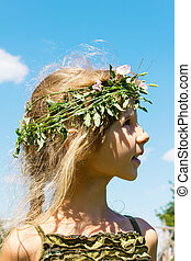 Girl in the grass wreath 4632