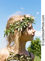 Girl in the grass wreath 4633