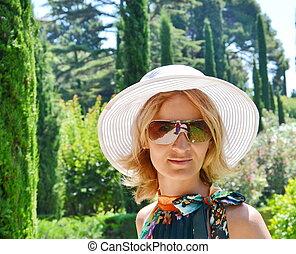 girl in white hat