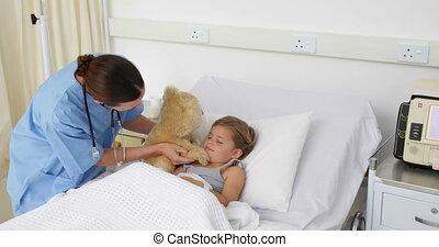 girl, infirmière, malade, haut, acclamation, essayer
