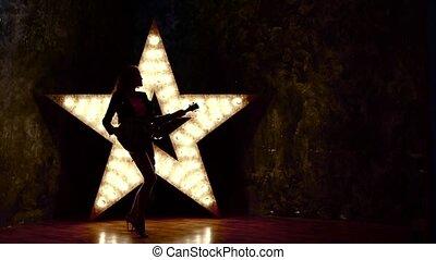 girl, jeu guitare, mouvement, lent, électrique, cuir, silhouette
