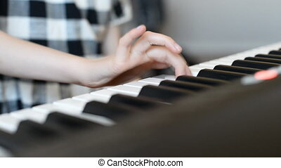girl, jeu, peu, apprentissage, piano.