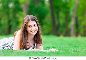 girl, livre, herbe verte