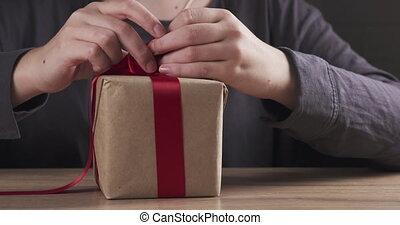 girl, mains, attachement, boîte, présent, arc, adolescent, ...