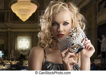 girl, mains, blond, une, prend, argent, deux, masque