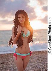 girl, modèle, sain, sky., vivant, concept, vacances, bikini, apprécier, plage, mince, beau, coucher soleil