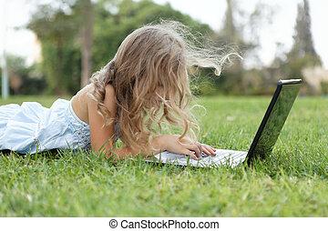 girl, ordinateur portable, blonds, dehors