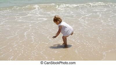 girl, peu, jouer, mer