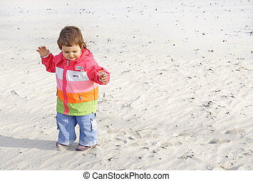 girl, peu, plage, marche, sable