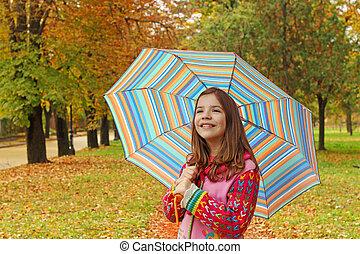 girl, peu, saison, automne, heureux, parapluie, parc
