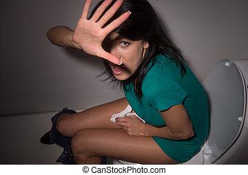 girl, portrait, black-haired, mains, jeune, appareil-photo., toilette, sommet, cris, soulevé, dissimulation, femme, appareil photo, effrayé, vue