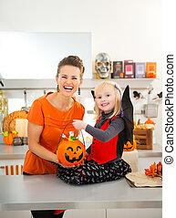 girl, portrait, halloween, mère, chauve-souris, déguisement