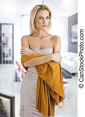 girl, robe, elle, traversé, blonds, bras, élégant