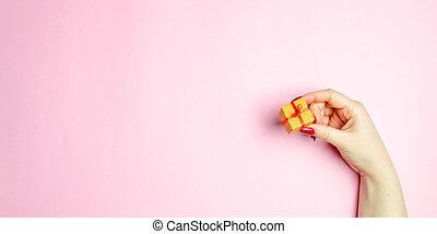girl, rose, cueillir, promotions, cadeau, day., écrire, valentine, arrière-plan., une, ligne, amour, concept, il, achats, escomptes, aimé, tient, gentil, droit, gift., romance., ton