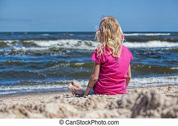 girl, seawaves, regarder