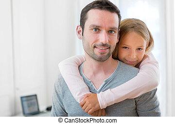 girl, sien, père, jeune, étreindre