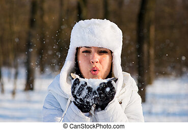 girl, souffler, parc, hiver, flocons neige