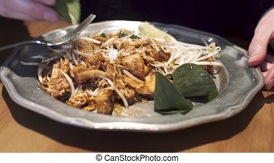 girl, sprouts., poulet, soja, asperge, sauce, tofu, thaï, plat, -, nouilles, tamarin, célèbre, sucre, tampon