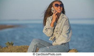 girl, téléphone, conversation, lunettes soleil