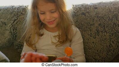 girl, utilisation, 4k, numérique, salle, vivant, tablette
