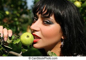 girl with fresh apple