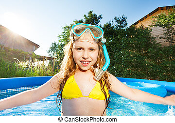 Girl with snorkling mask posing in swimming pool - Close-up...