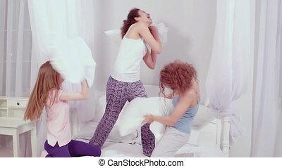 girls., 422, fête, avoir, dépenser, temps, footage., ...