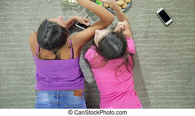 girls fighting for biscuit - Funny girls fighting for...