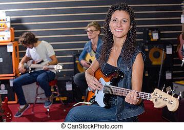 gitaar, dame, spelend, elektrisch