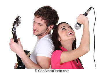 gitaar gespeel, het zingen, twee mensen