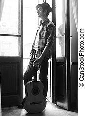 gitarr, nödvändigtvis, dörr, min, ung, stilig, se, gata, genom, holdingen, akustisk, musik, öppna,  man