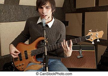 gitarre spieler, gleichfalls, spielende , und, singende, in, studio., fokus, auf, guitarre kopf