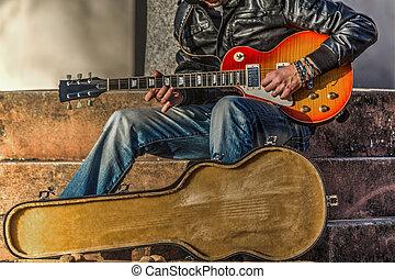 gitarre spieler, mit, ein, rgeöffnete, gitarre fall, in, hdr