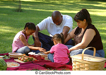 Giving Thanks for a Picni - A picnicing family saying grace ...